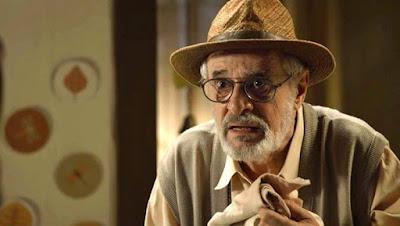 Sóstenes (Marcos Caruso) ouve de Murilo (Eduardo Moscovis) a história da filha de Ondina (Ana Beatriz Nogueira) — Foto: TV Globo