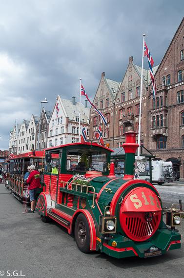 Tren turistico en Bergen. Hurtigruten dia 1: Bergen