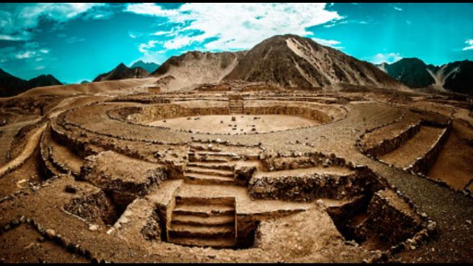 El impresionante complejo de Caral construido hace aproximadamente 5000 años ha demostrado la existencia de tecnología avanzada e inexplicable para los principales investigadores.