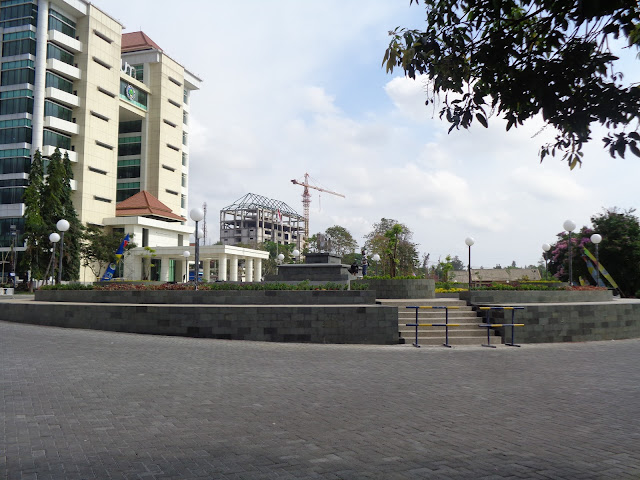 Foto Gedung Rektorat UM