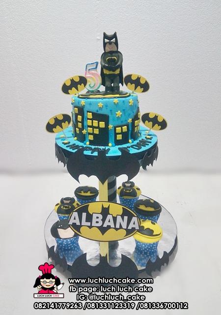 Cupcake dan Kue Tart Tier Tema Batman