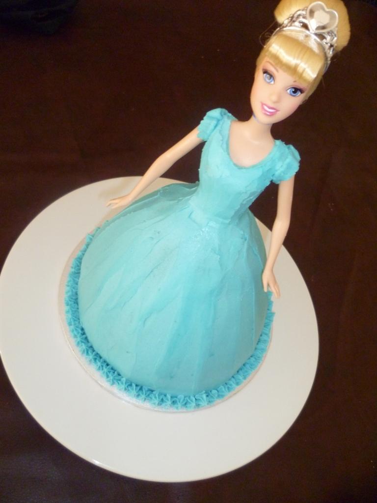 Mmmm....Cakes: Cinderella Princess 3D Doll