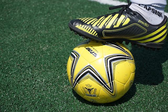 Tips Memilih Sepatu Sepak Bola
