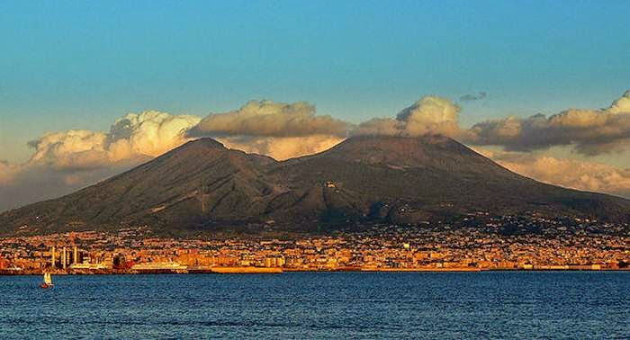 Is Mt Vesuvius an active volcano - answers.com