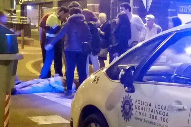 La víctima, en el suelo tras el ataque