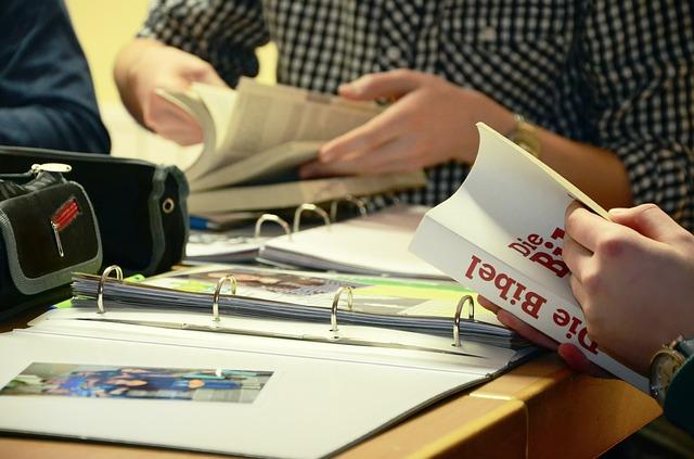 como estudar a Bíblia em casa
