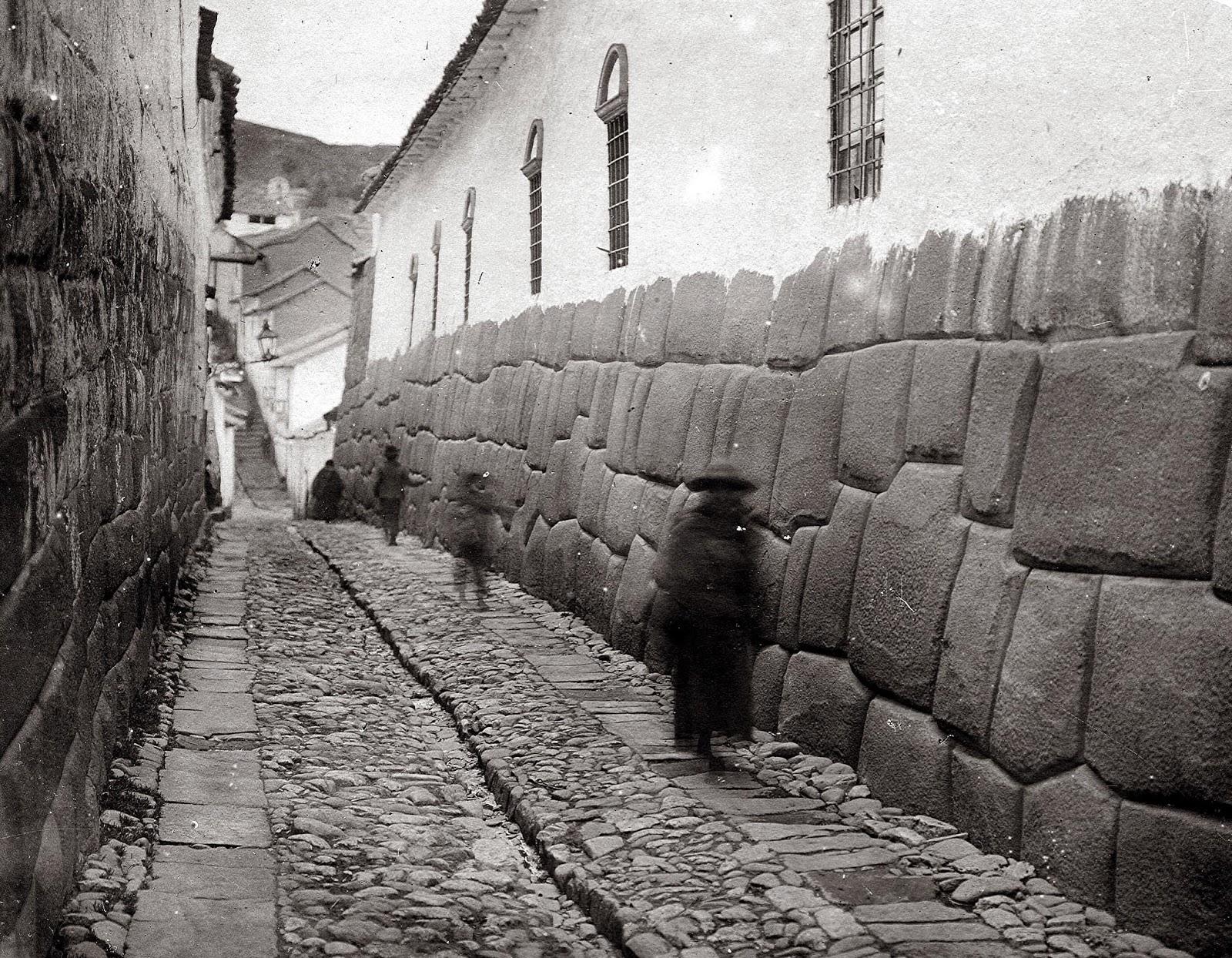 Calle Hatun Rumiyoc en el Cusco