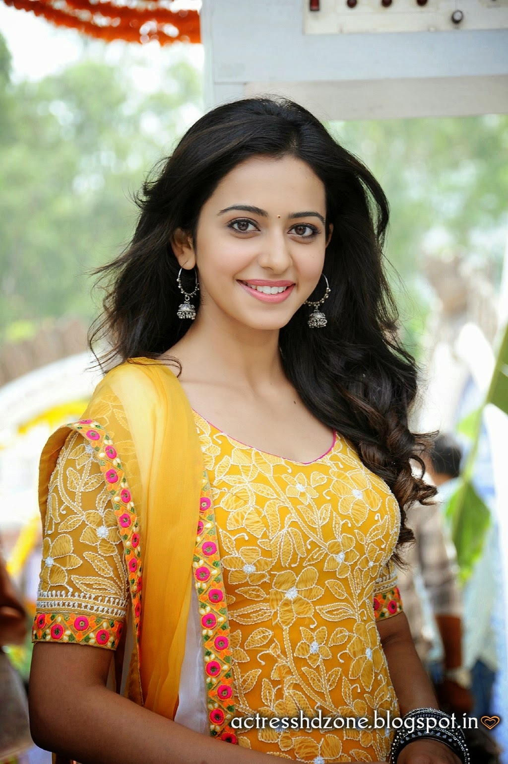 South Indian Actress Wallpapers In Hd Rakul Preet Sing Full Hd Wallpapers In Yellow Dress-4986