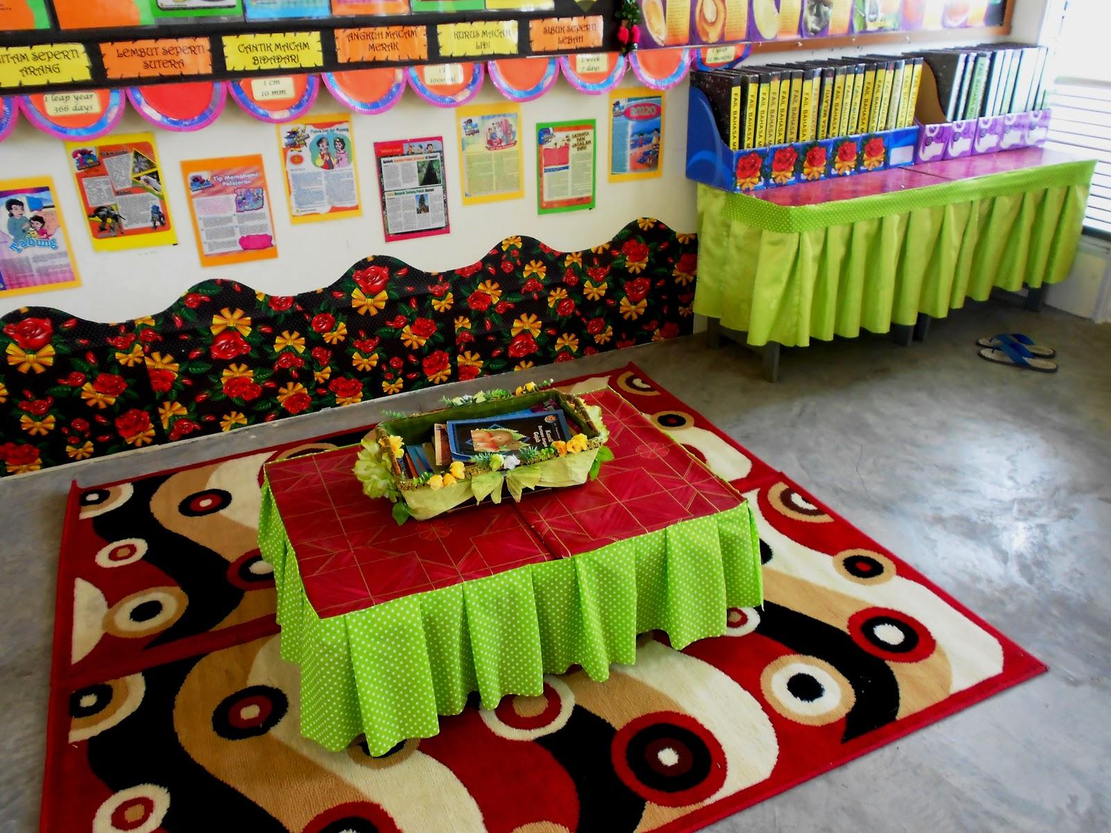 Ruangan Membaca Dan Santai Di Belakang Kelas