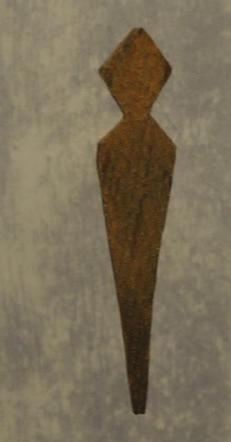 miniaturowa deska antropomorficzna eksponowana w muzeum w Oledenburgu