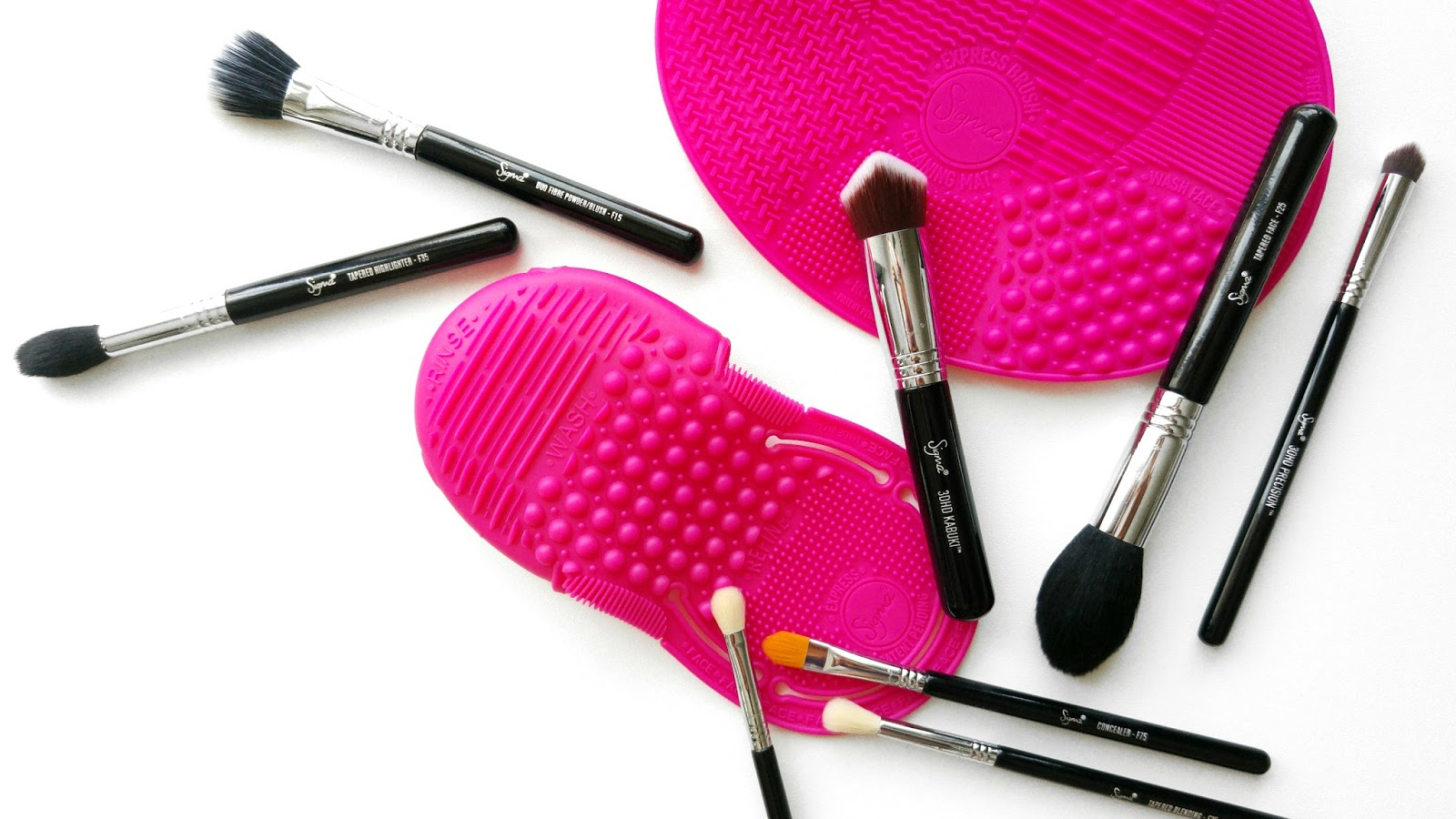 Battle of the Sigma Express Cleaning Glove and Sigma Express Cleaning Mat, Sigma Cleaning Glove, Sigma Cleaning Mat, How To Clean Makeup Brushes, How To Clean Sigma Makeup Brushes