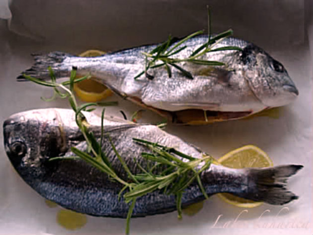 Gilt-head bream with courgettes by Laka kuharica: bake in the oven