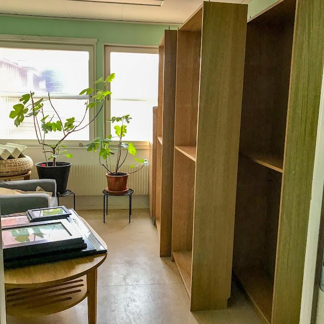 fikonträd, soffbord, billyhyllor, hobbyrummet, fåtölj
