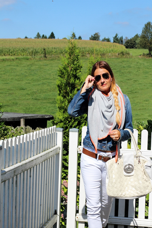 Fashion im Herbst Accessoire Dreieckstuch grau orange