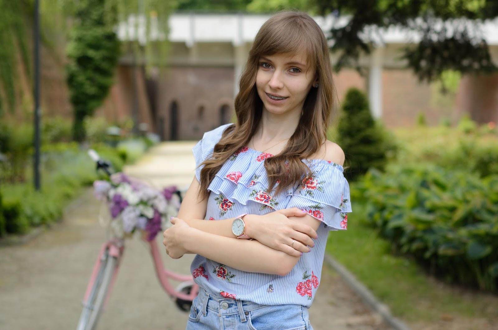 Dziewczęca stylizacja na rower