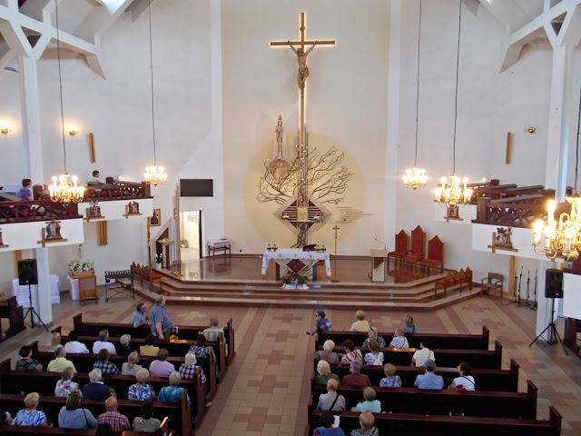 ławki, ołtarz, kościół, wierni