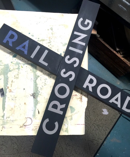 How to make a DIY railroad crossing sign using the wood from an old picnic table. Homeroad.net