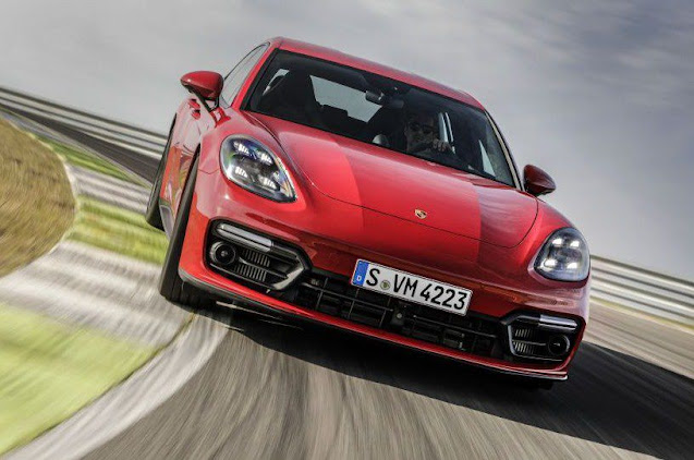 turbo-s-panamera-on-speed-track