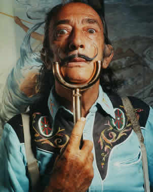 Foto a color de Salvador Dalí