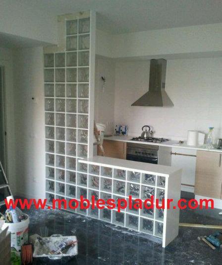 Pladur barcelona separador bloques de vidrio - Cocinas con bloques de vidrio ...