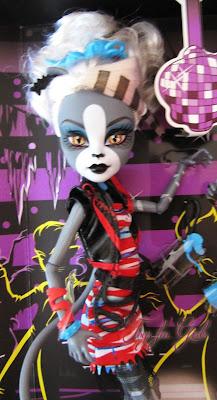 Шарнирная кошка Мяулодия Monster High Zombie Shake (Meowlody)