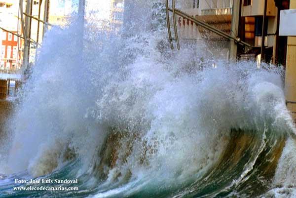 Finaliza alerta por fenómenos costeros en Canarias y continúan por viento en  zonas altas de las islas occidentales y Gran Canaria /Foto: José Luis Sandoval