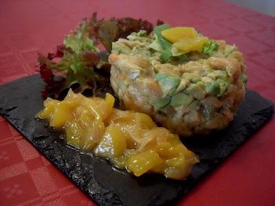 Tartar de salmón con aguacate y chutney de mango.