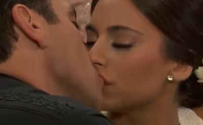 Primeiro beijo entre Ana Paula e Rogério (Foto: Reprodução)