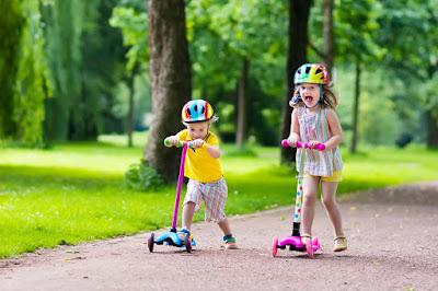 wearing-halment-two-little-kids-enjoying-scatting
