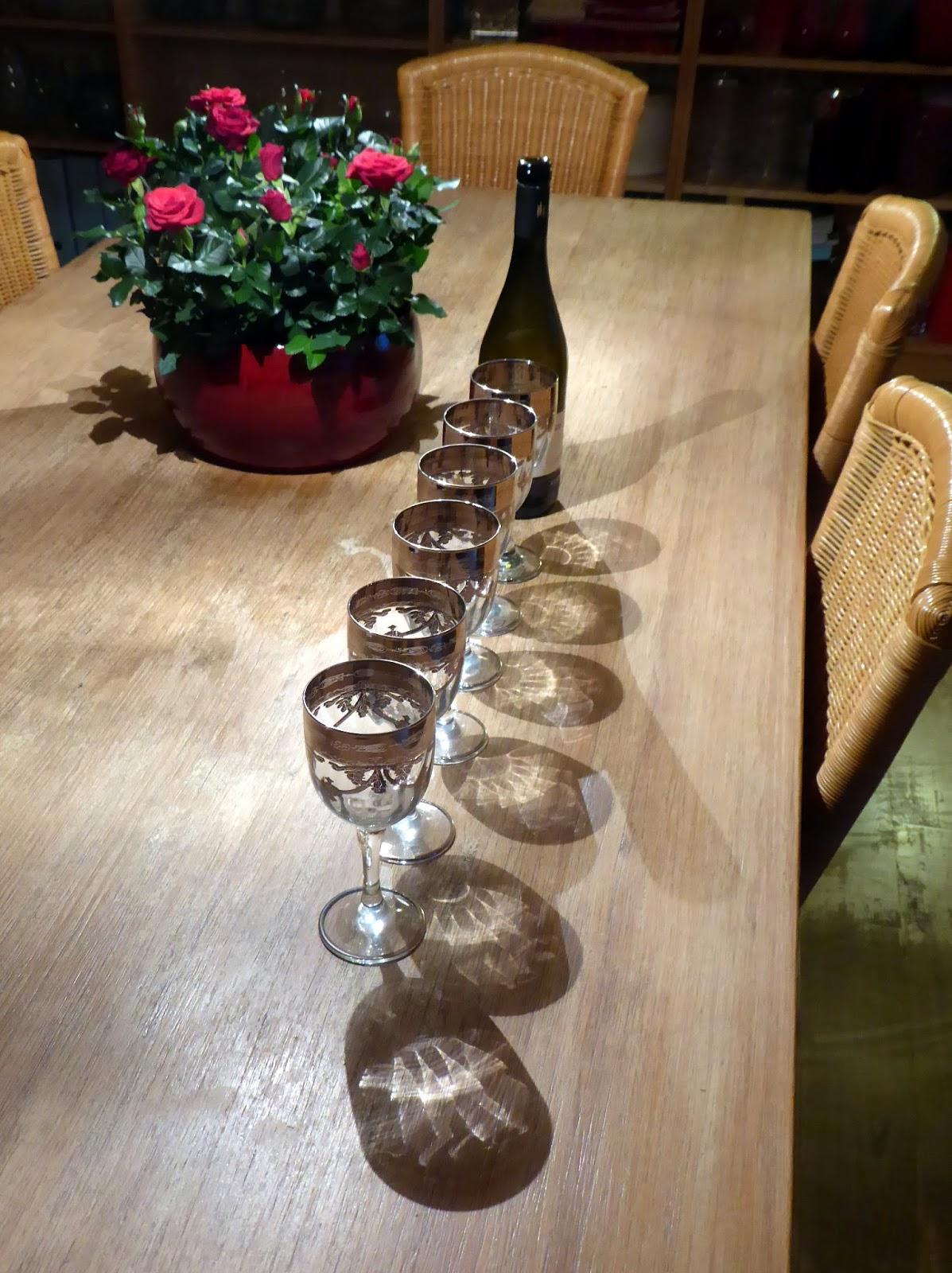 Schwebende Tassen Und Gläser Wohn Design