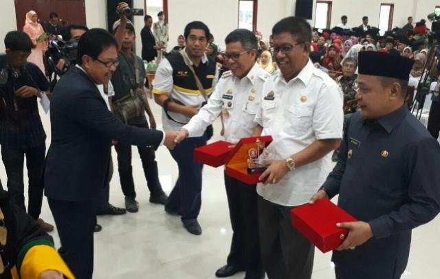 Pemkab Soppeng Dapat Penghargaan dari STIE Amkop