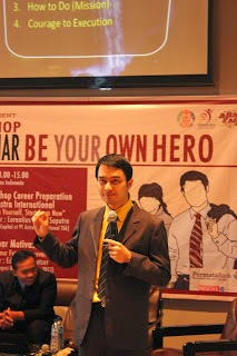Seminar be your own hero