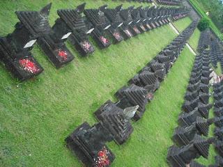 Nisan Puputan Mangarana Pahlawan Di Bali