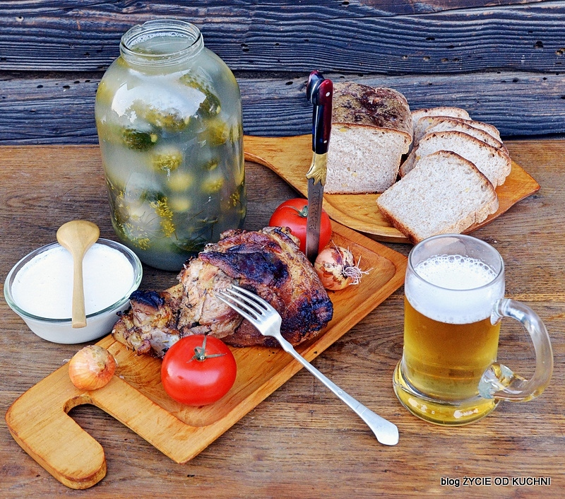 golonka, grill, golonka pieczona, golonka pieczona na grillu, przepisy grillowe, co na grill, majówka, weekend, meskie zarcie, meska kuchnia, danie z grilla, golonka w piwie, malosolne, sloj ogorkow, blog, zycie od kuchni