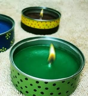 http://manualidadesnavidad.org/velas-aromaticas-con-latas-recicladas/