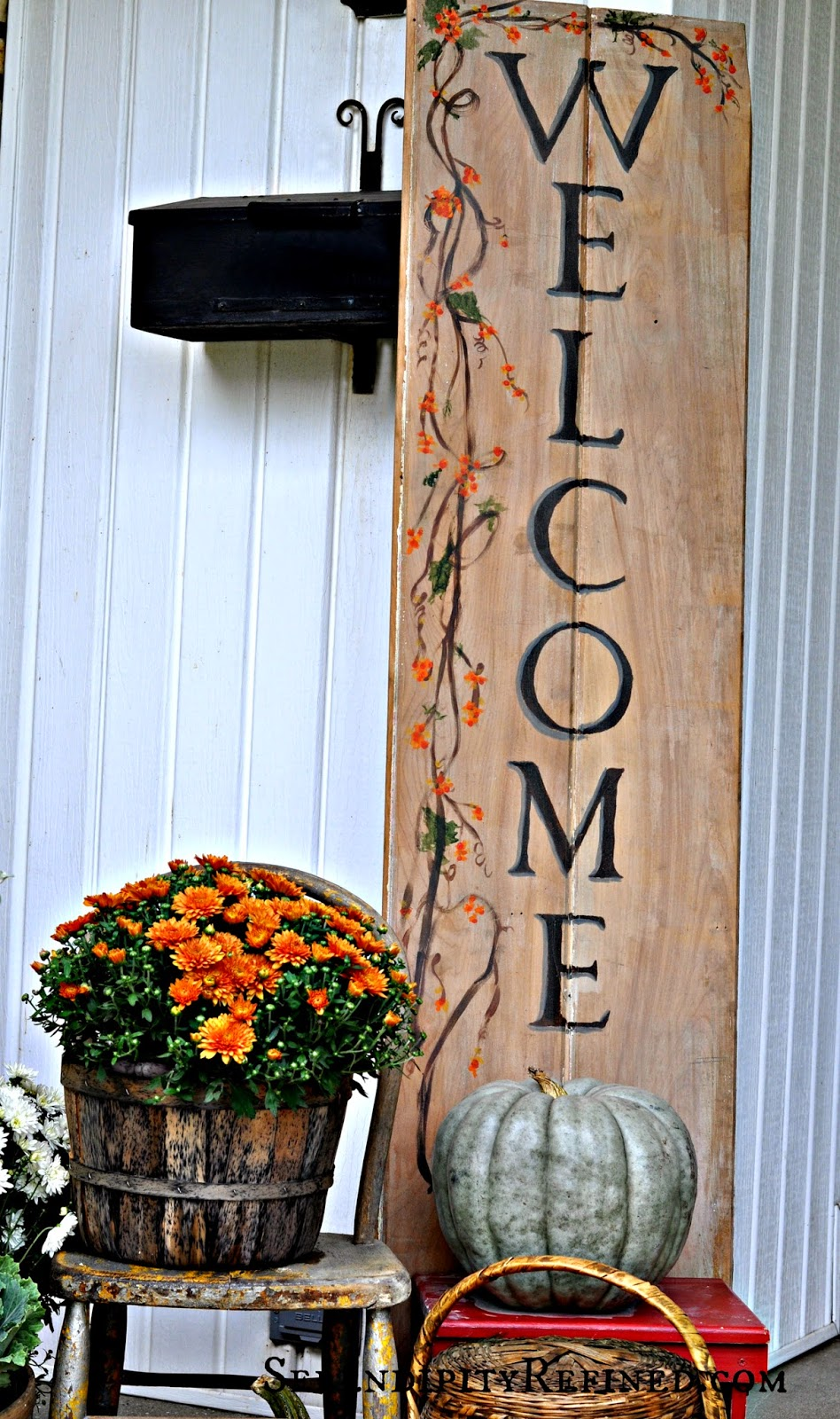 Reclaimed Pallet Front Porch Fall Decoration