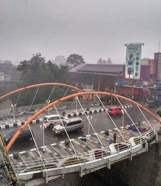 jembatan gantung pasifik sumedang siang hari