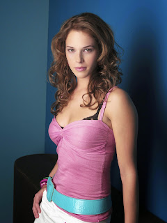 Amanda Righetti photo