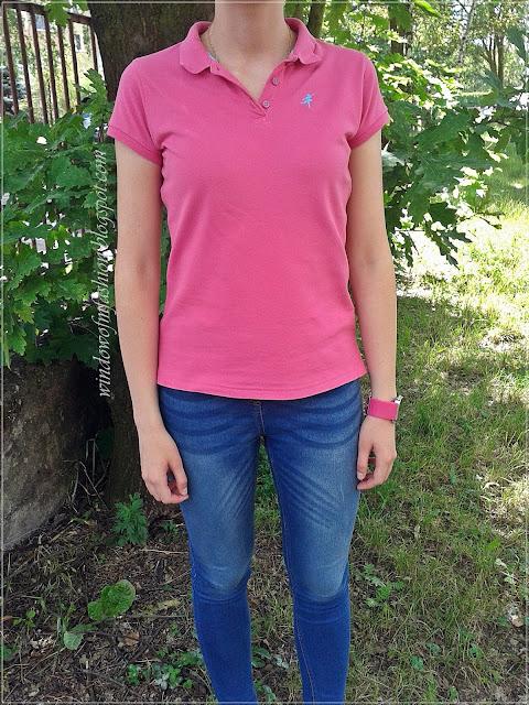 Różowy zegarek LED z lusterkiem, różowa koszulka polo, jegginsy