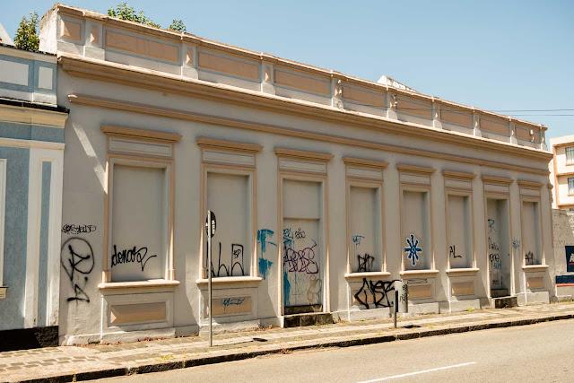 Uma casa fechada na Carlos Cavalcanti