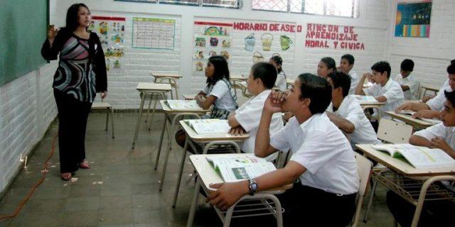 Escasez y violencia, los retos más duros que enfrentan los maestros en las escuelas