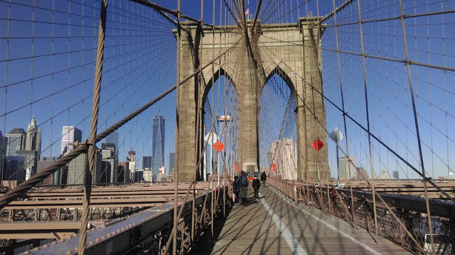 Zu Fuß nach Manhattan über die Brooklyn Bridge | pastasciutta.de