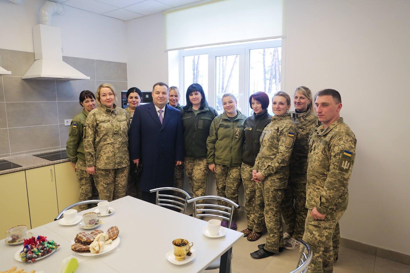 Ще 250 солдатів і кіт оселилися у комфортні гуртожитки