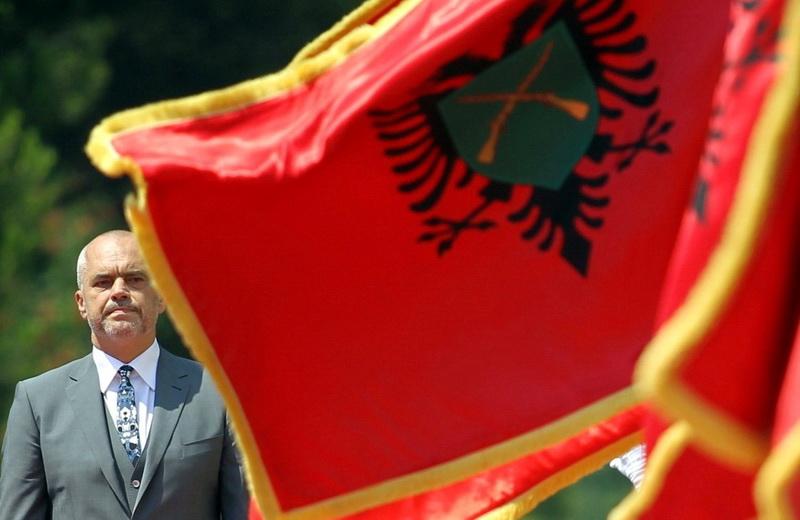 """Στο δρόμο για τη """"Μεγάλη Αλβανία"""": Ο """"πάτρωνας"""" των Βαλκανίων Ράμα κάνει """"δώρα"""" στο Κόσοβο"""
