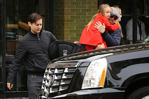 Tobey Maguire for a walk with her daughter Ruby and friend of Leonardo DiCaprio