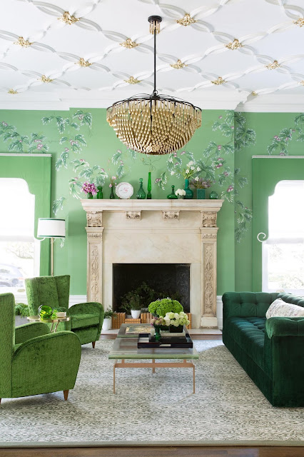 San Francisco Designer Jonathan Rachmans Exuberant Living Room Features De Gournays Unique Handpainted Wallpaper Livingroom Design A Joyful