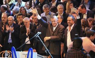 El diputado Nacional y actual presidente del PJ, José Luis Gioja, publicó una carta abierta en sus redes sociales  en las que insta a los bonaerenses  votar por la fórmula Cristina Fernández-Jorge Taiana, candidatos del espacio Unidad Ciudadana.