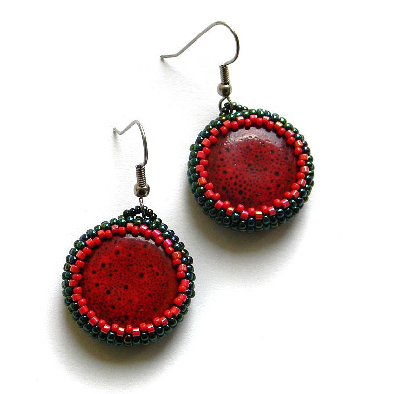 Серьги с красными керамическими бусинами