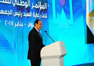شاب-ينتقد-محافظ-اسوان-امام-السيسي-مؤتمر-الشباب-كالتشر-عربية
