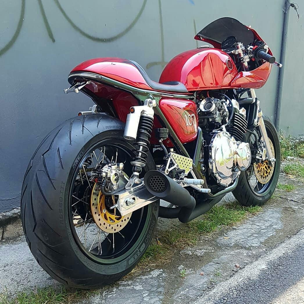 Motor Custom Modifikasi Cafe Racer Honda CB400 SF